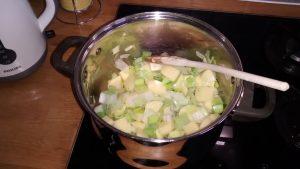 budget-leek-potato-soup-step-1